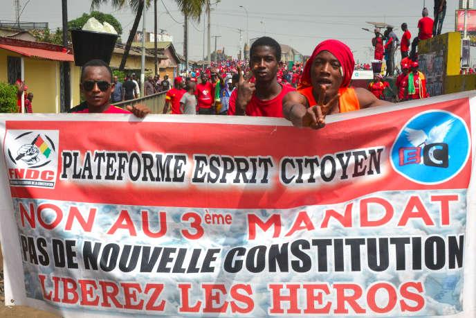 Des guinéens sortis pour manifester contre le projet de nouvelle Constitution du président Condé